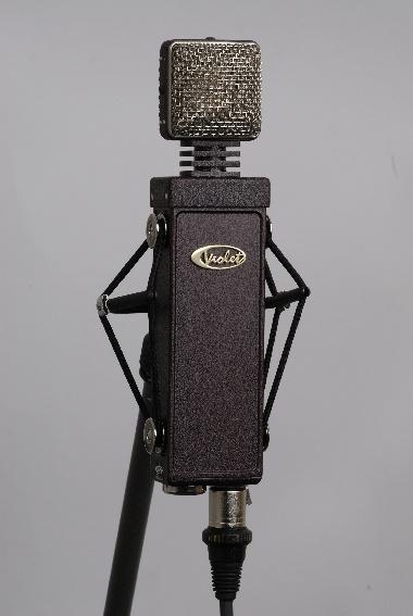 Test: Röhren-Großmembran-Mikrofon Violet Design The GarnetTest: AKG C 12 VR