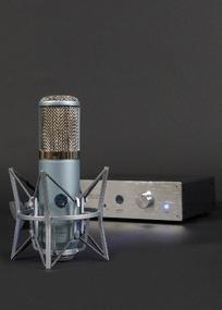 Test: Großmembran-Röhrenmikrofon AKG Perception 820 Tube