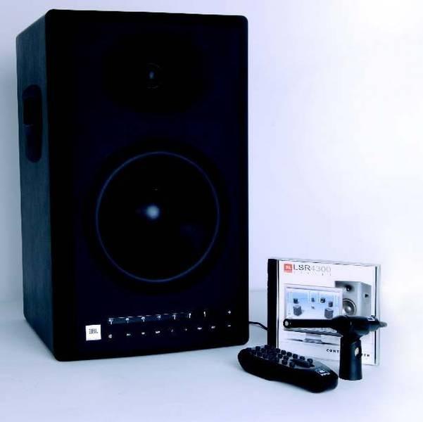 Test: Aktiver Studiomonitor JBL 4328P11