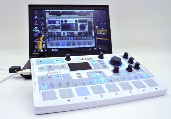 Test: Virtuelles Instrument + Hardware-Controller Arturia Spark LE