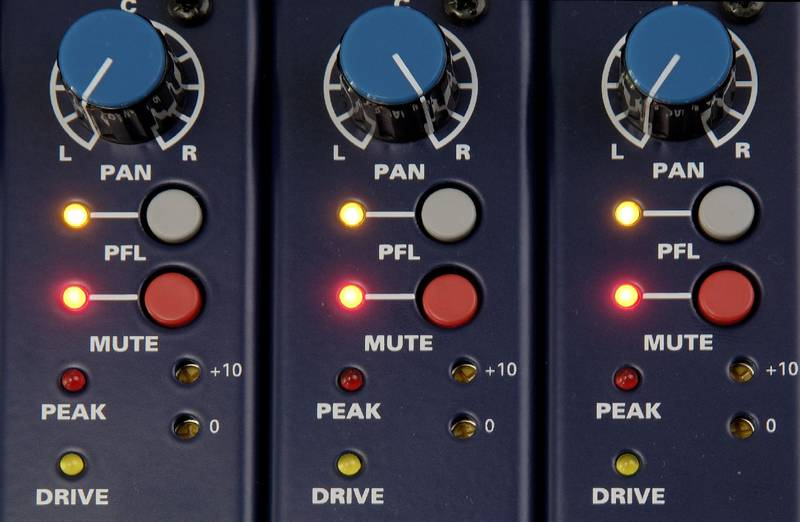 Test: Analogmischpult TL Audio M1 Tubetracker › Professional audio ...