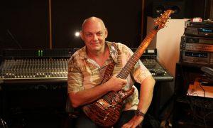 """Gitarrist Achim Wierschem lieferte die Gitarrensoli zu """"Deine Melodie"""""""