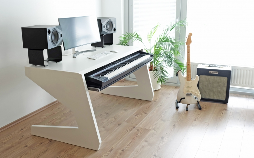 News: Studiotisch KEY 88 von UNTERLASS