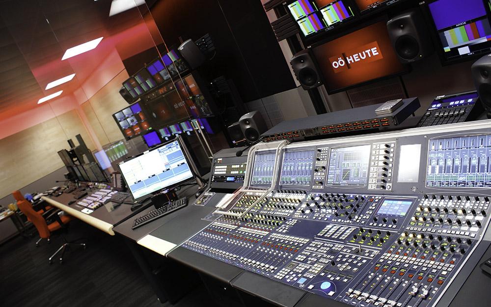 ORF Fernsehregieplätze mit Systemen von Lawo