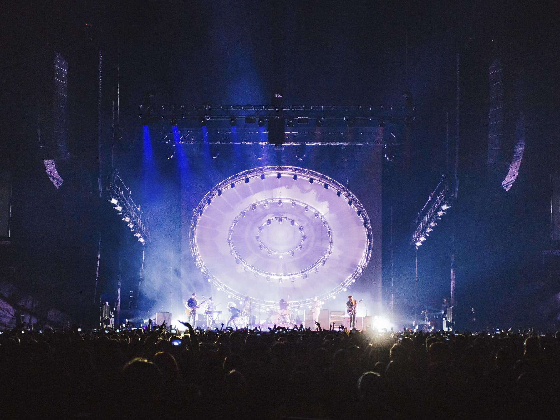 News: Adamson-Lautsprechersysteme auf Paramore Welttournee im Einsatz
