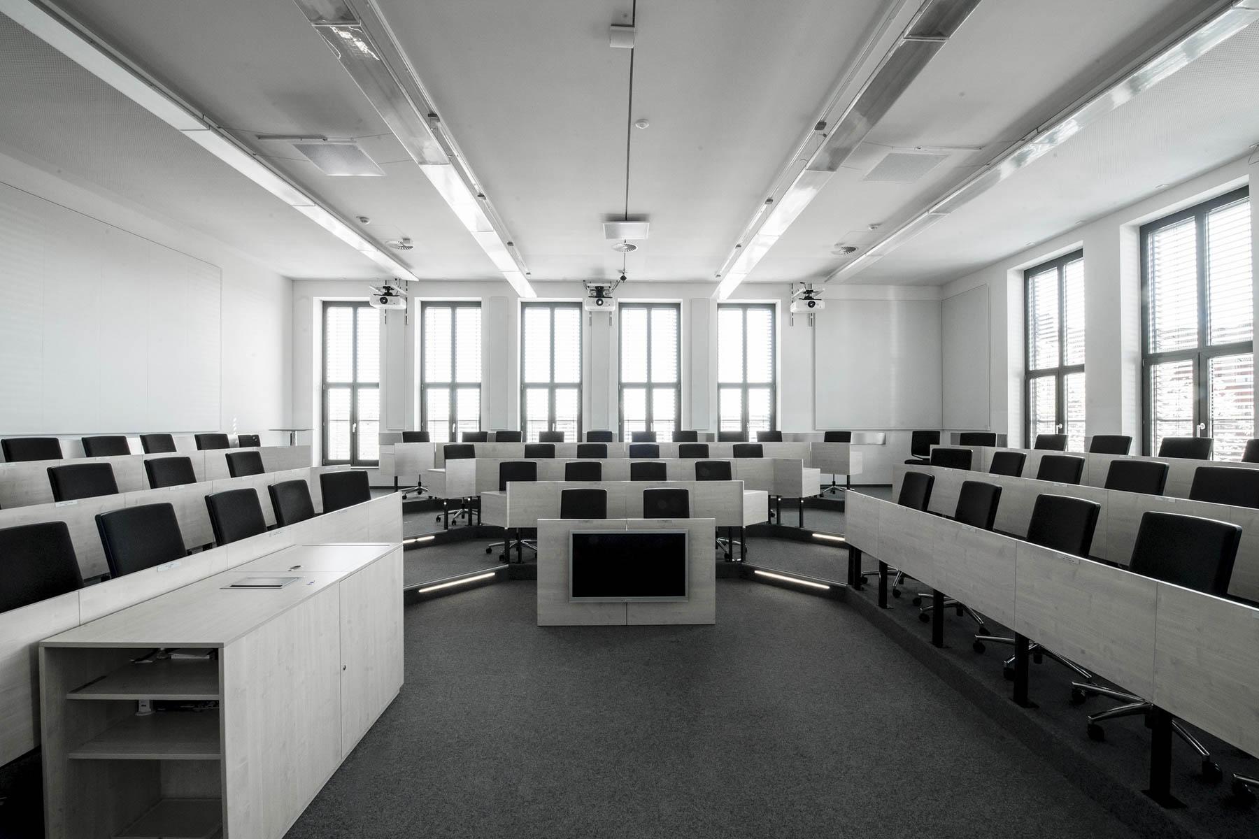 """Shure mit Hochschul-Einsatz und Teilnahme am """"Microsoft Teams""""-Zertifizierungsprogramm"""
