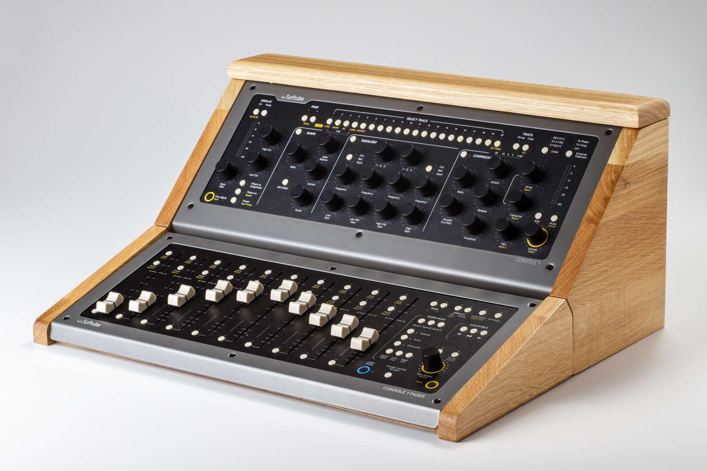 Zaor präsentiert Holzcase für Softube Console 1
