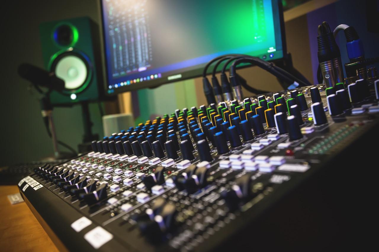Production Summer School – In Live-Onlinekursen Musikproduktion, Recording und Mixing lernen.